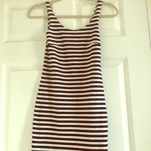 Cute Form-fitting striped dress!